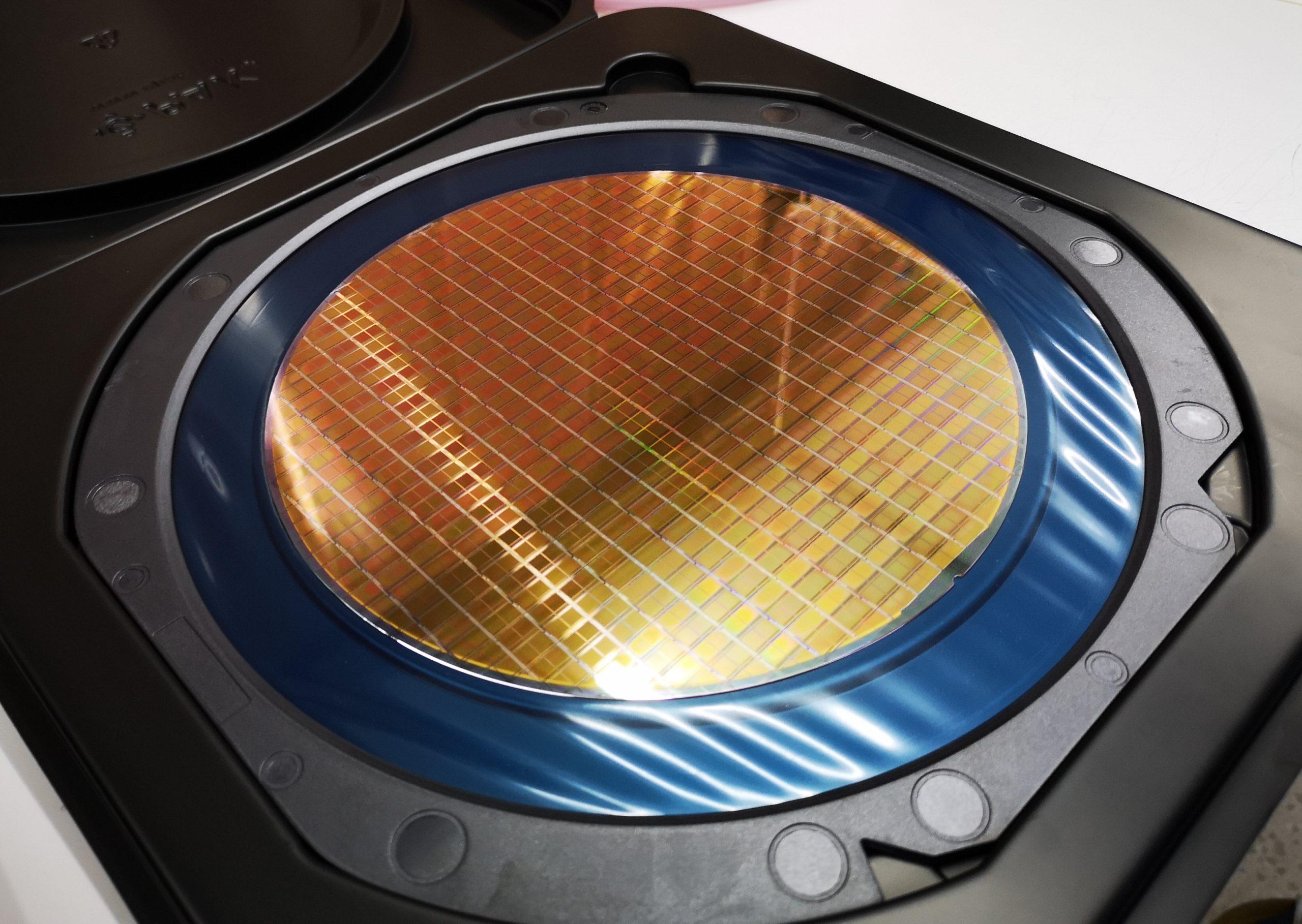 Osmipalcový křemíkový wafer s detekčními čipy SpacePix-2